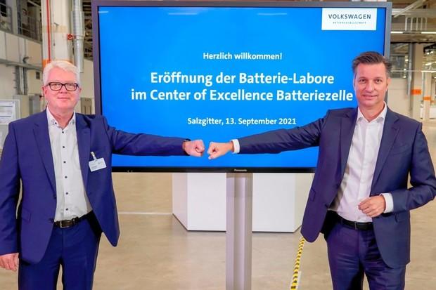 Volkswagen šlape na plyn. Otevírá nové bateriové laboratoře