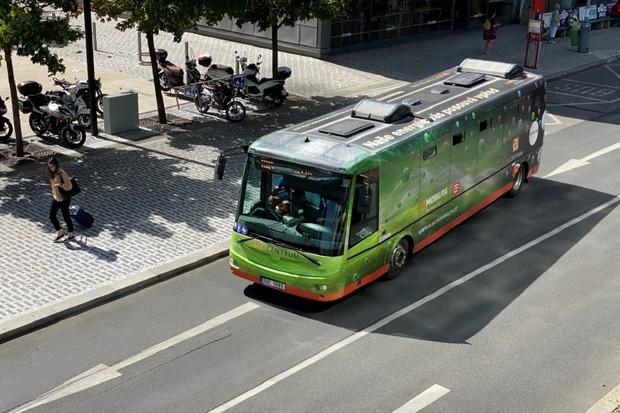 Elektrobusy v Praze už najely přes 200 000 km a svezly přes 2 miliony pasažérů