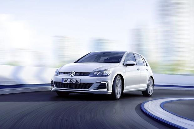 Volkswagen e-Golf a GTE oficiálně v ČR. Vyplatí se ve srovnání s klasikou?