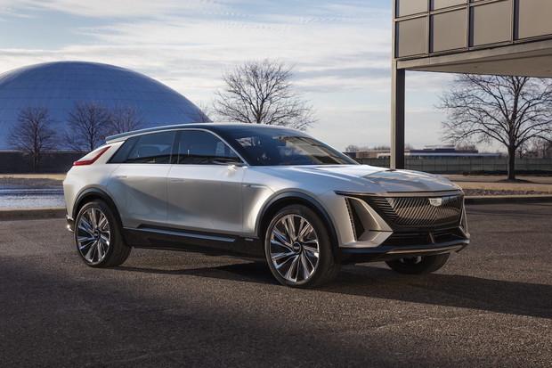 Začátek prodeje elektrického Cadillacu, vývoj vodíkové Tatry a další novinky