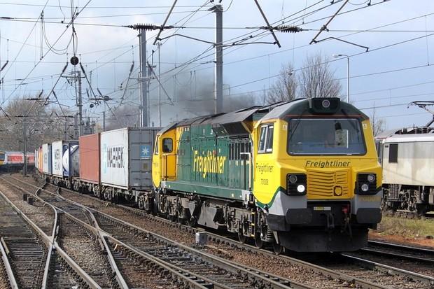 Britští dopravci odstavují elektrické lokomotivy. Cena elektřiny raketově stoupá