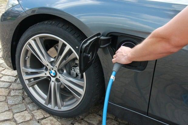 BMW svolává 11 modelů plug-in hybrid