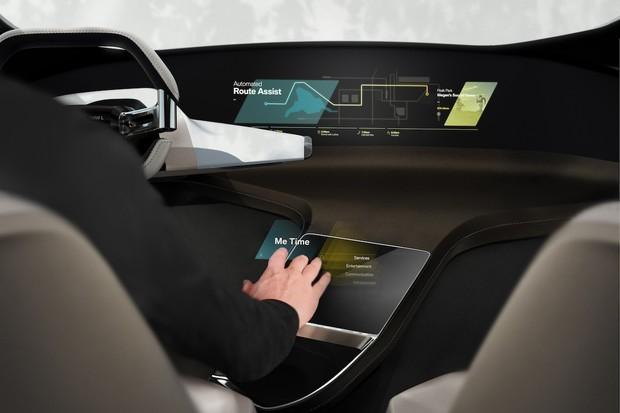 BMW na CESu představí infotainment s virtuálními páčkami
