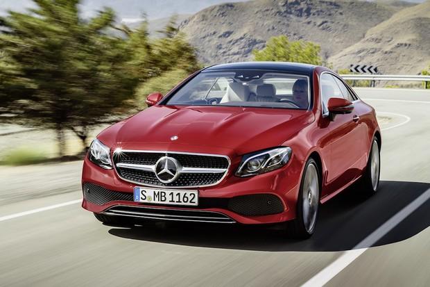 Mercedes třídy E přišel o zadní dveře a jde na trh. Vyrostl ve všech směrech