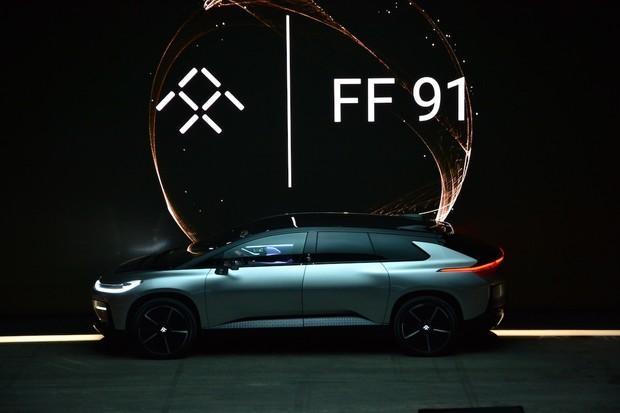 """Automobilce Faraday Future svitla naděje. Míří do ní šéf divize """"BMW i"""""""