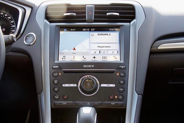 Waze míří do vozů Ford. K dispozici bude v systému Sync 3