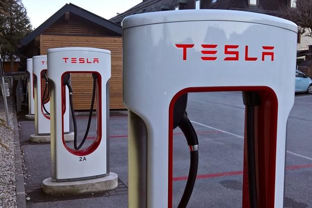 Tesla má výkonnější Supercharger. Výkon se zvedne i u starší generace