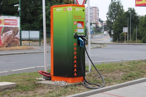 Východní a severní Čechy hlásí nové nabíjecí stanice