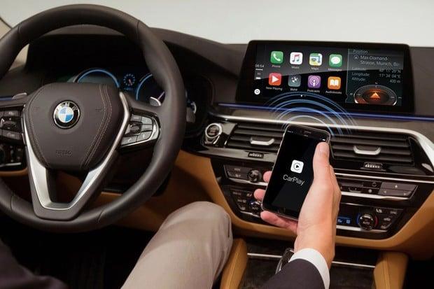 Apple CarPlay budete moci ve voze BMW používat zadarmo jen rok. A bude hůř