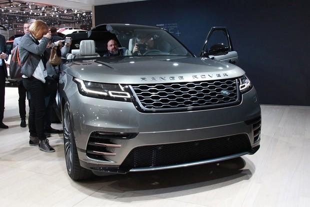 První pohled do útrob Range Roveru Velar