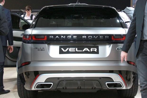 Porsche Macan a BMW X6 se bojí o své rybníky. Range Rover Velar je tu