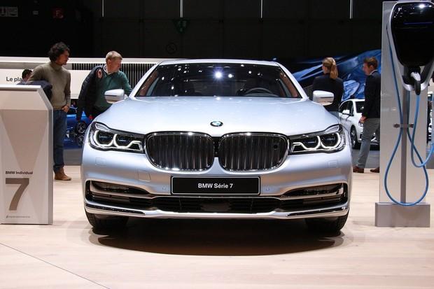 V Ženevě šly téměř všechny vozy BMW zapojit do zásuvky