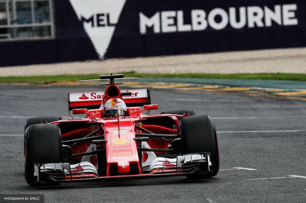 Italský hřebec se skamarádí s elektrickým ohradníkem. Ferrari vstoupí do Formule E