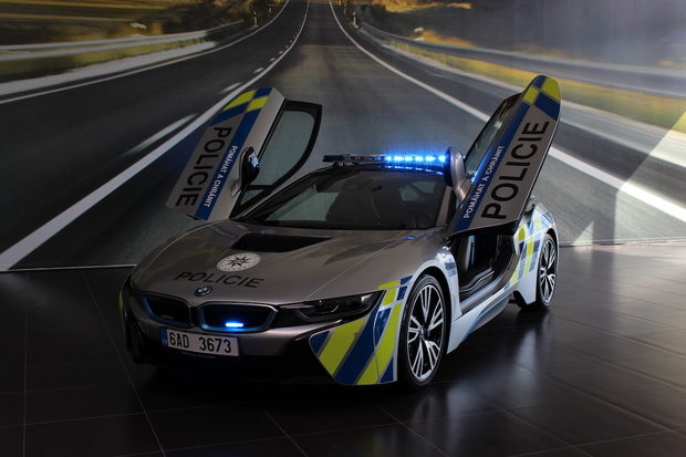 Česká policie dostala další BMW i8. Snad se to tentokrát obejde bez nehody