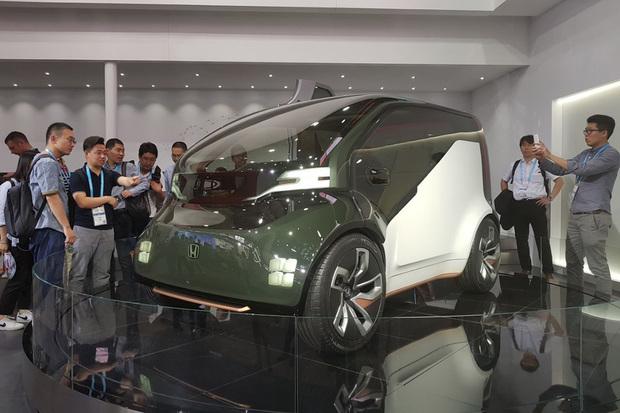 Jaká je futuristická Honda NeuV? Prozkoumali jsme ji vŠanghaji