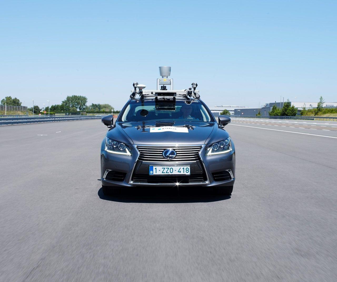 Lexus LS 500h (2017)