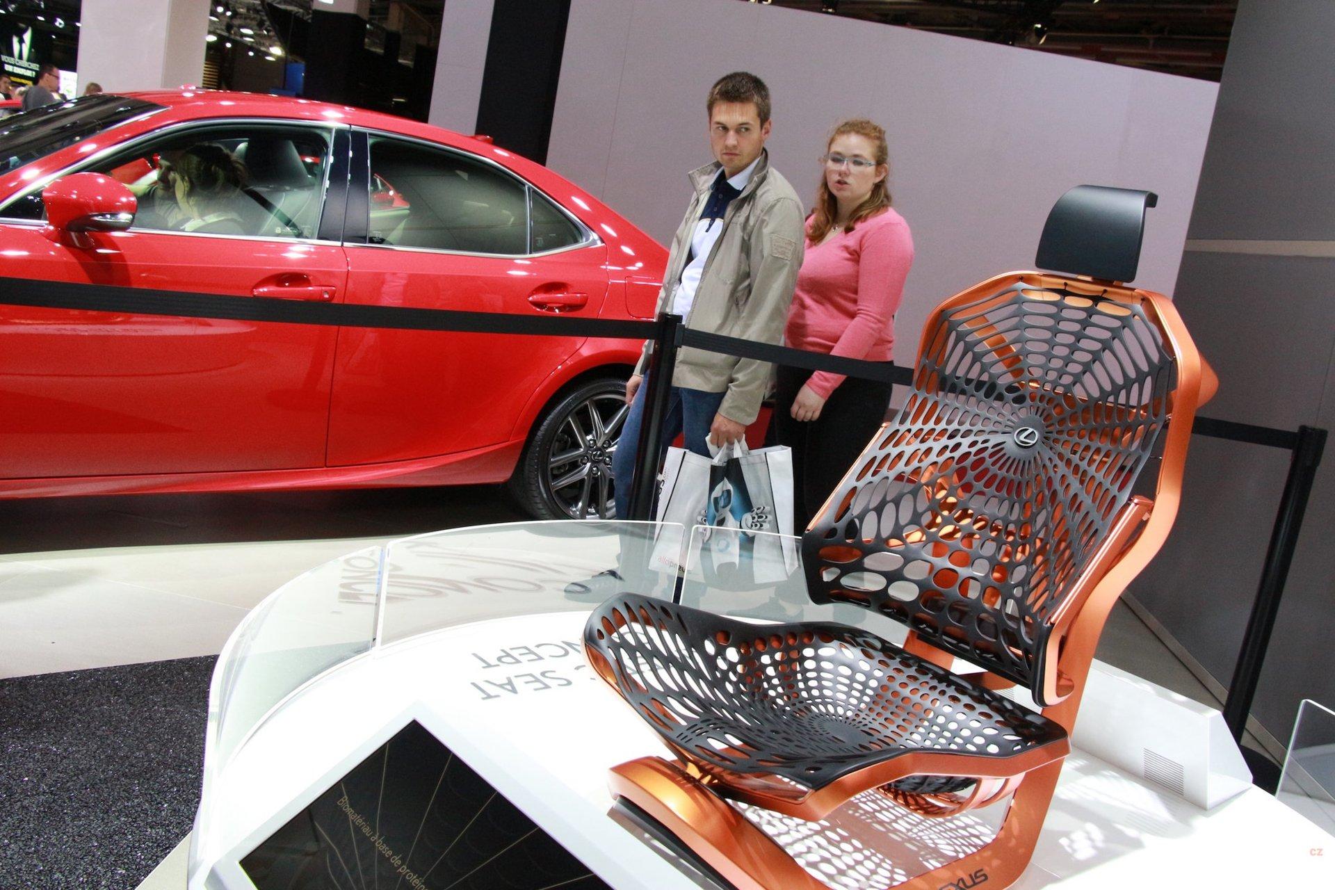 Lexus UX - sedacka