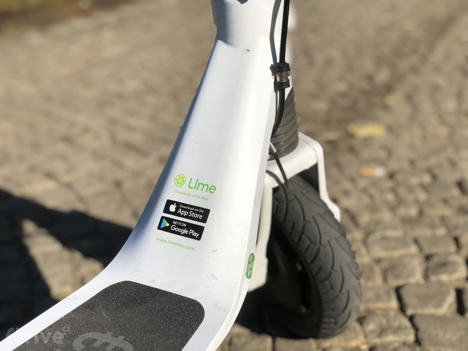 LimeBike Lime-S elektrokoloběžka - Test