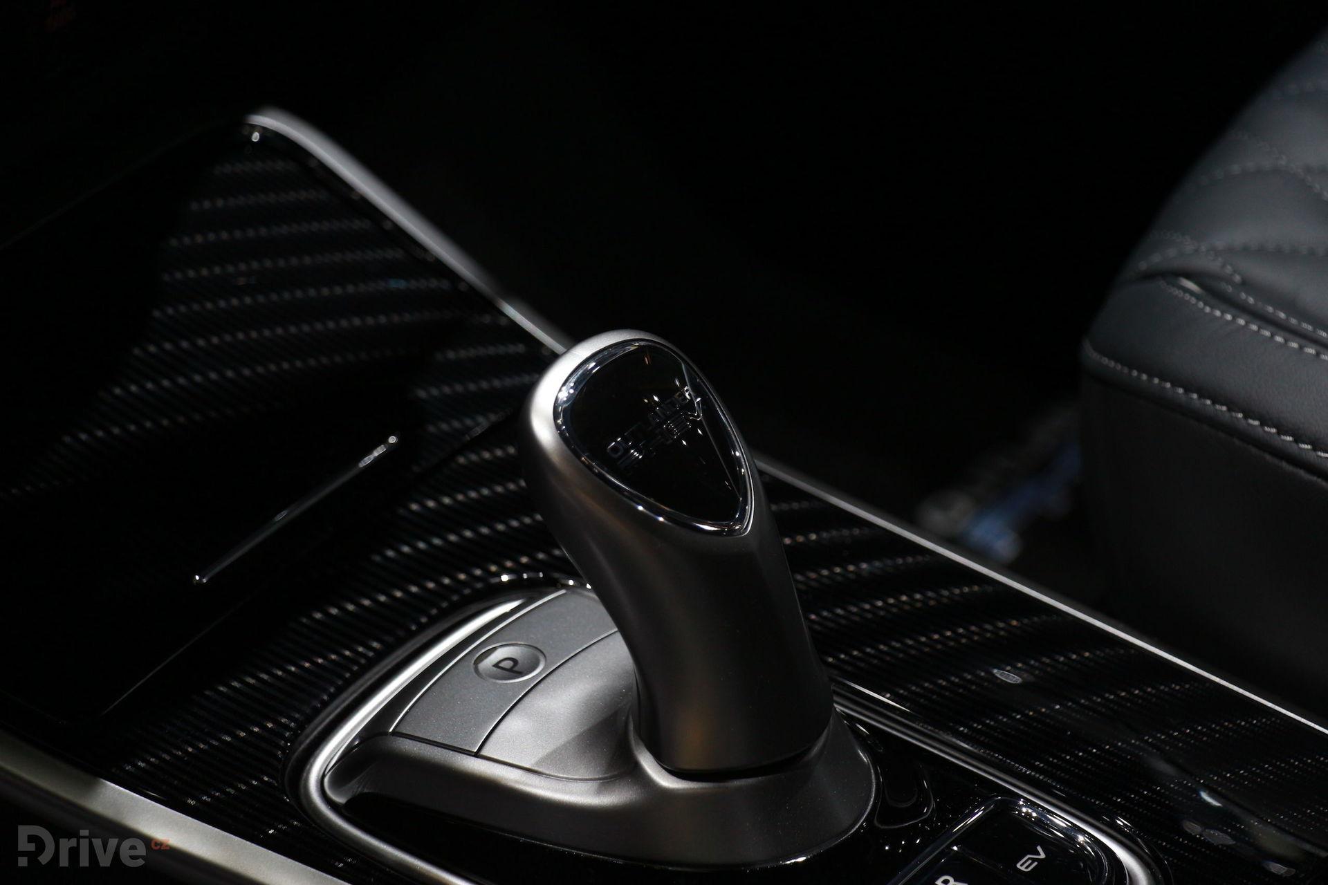Mitsubishi Outlander PHEV (2018)
