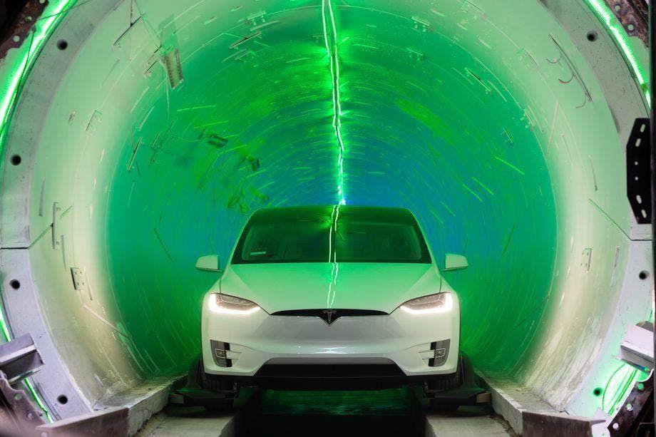 Speciálně upravená Tesla pro provoz v tunelu The Boring Company