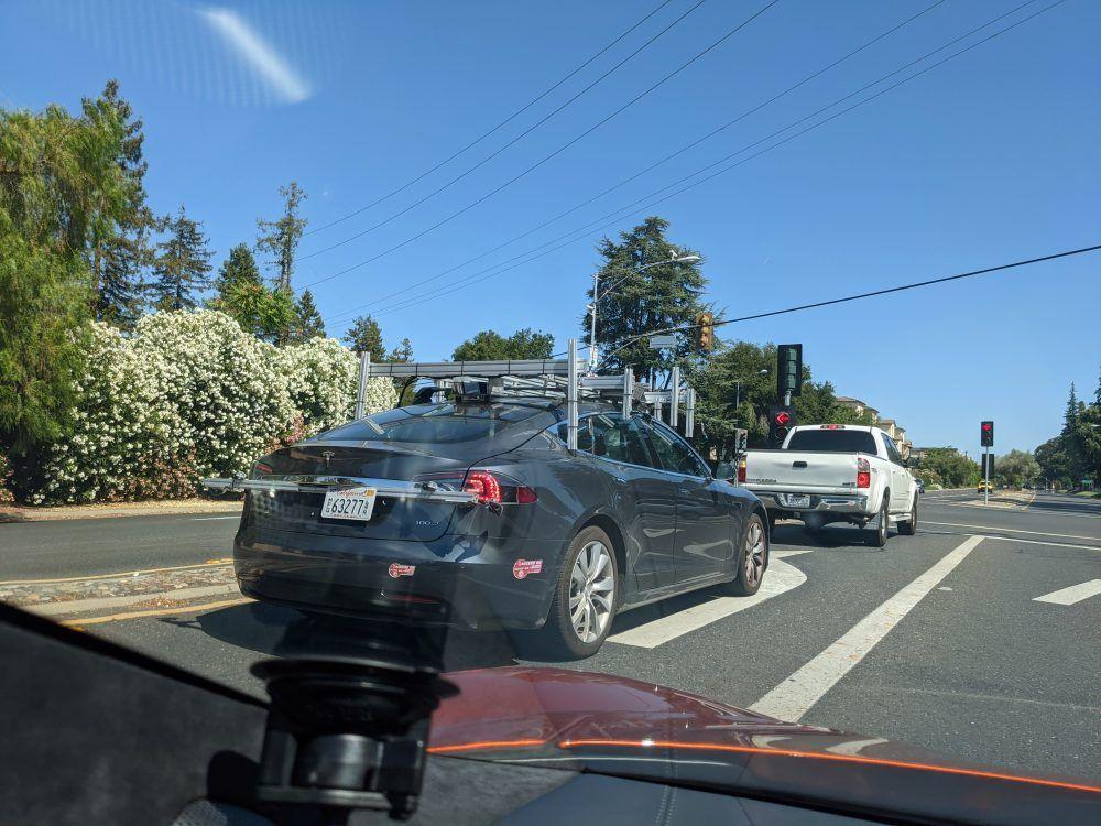 Tesla Model S - autopilot