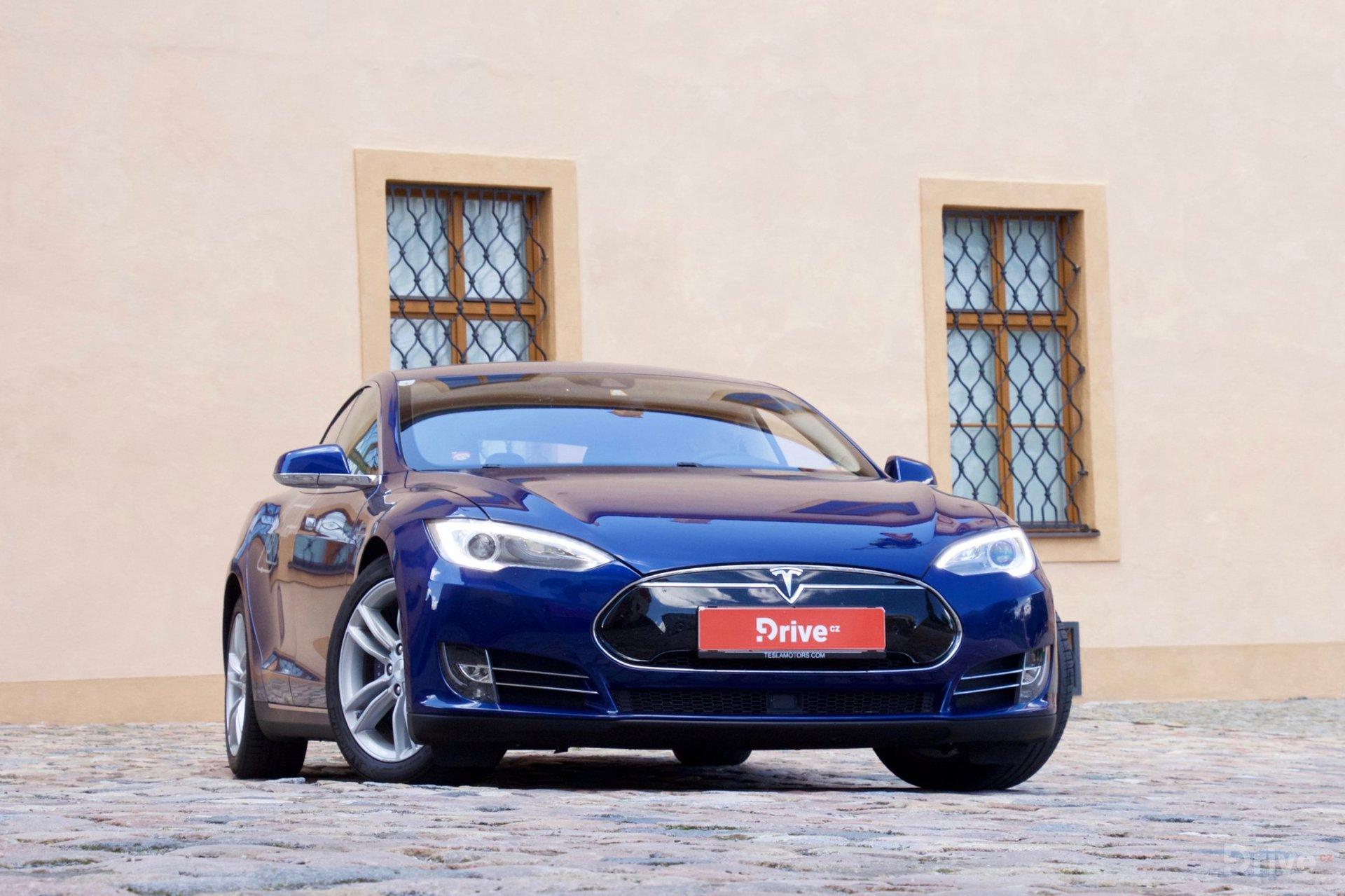 Tesla Model S (2012)