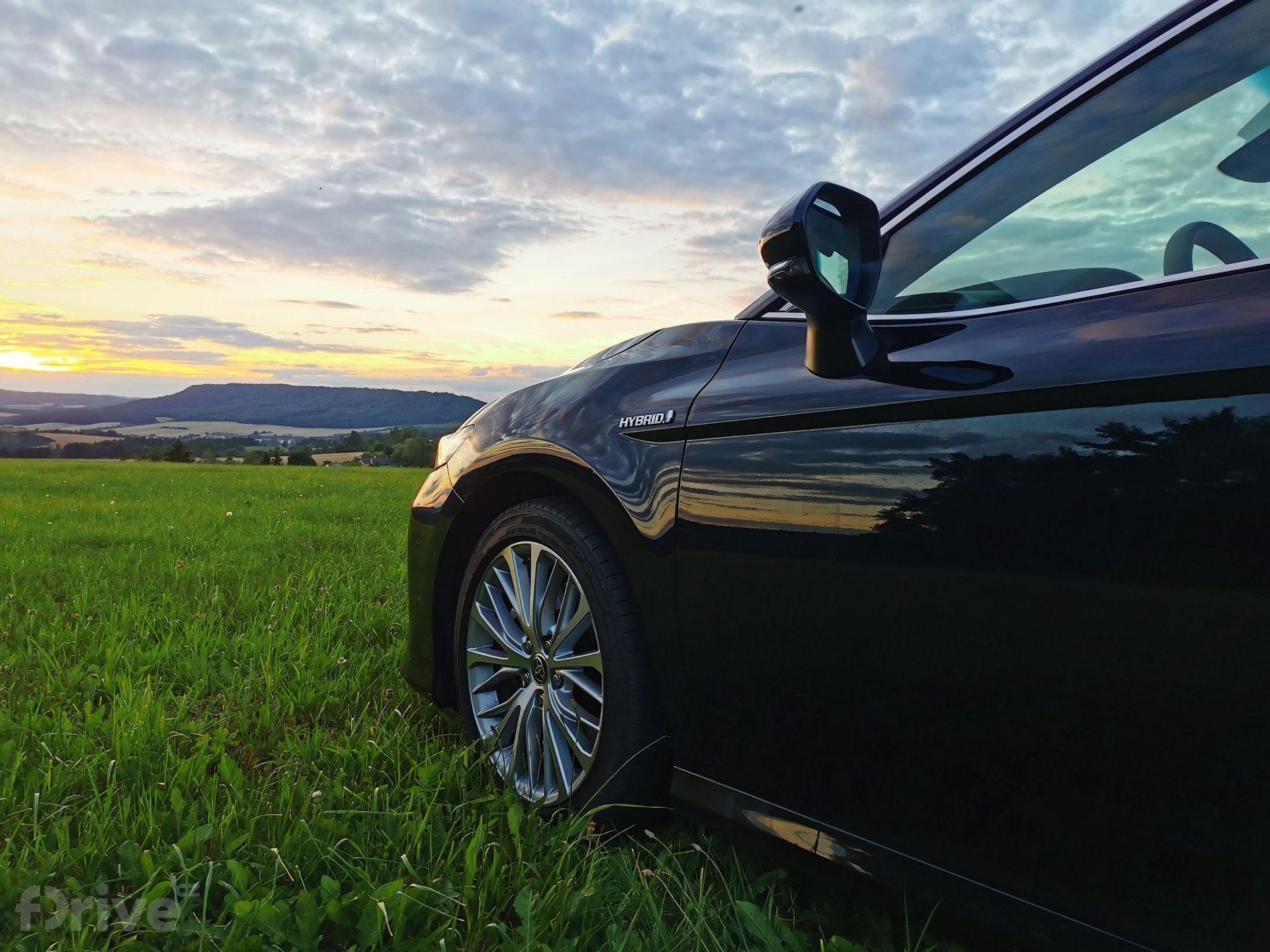 Toyota Camry (2019)