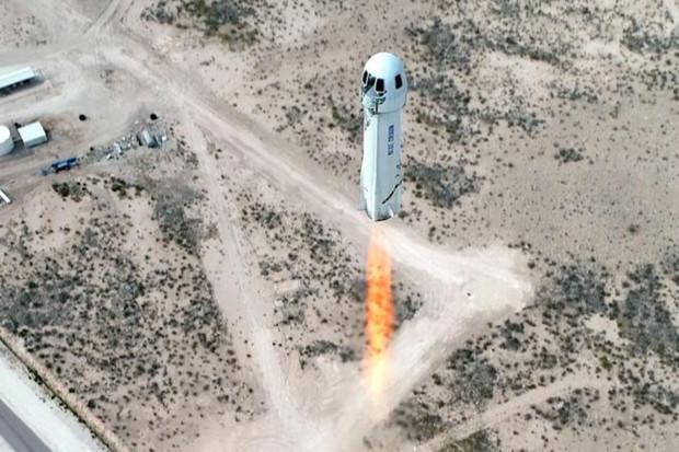 Místo na palubě rakety New Shepard bylo prodáno za 28 miliónů dolarů