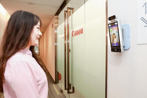 Kamery s umělou inteligencí pustí na pracoviště jen usmívající se zaměstnance