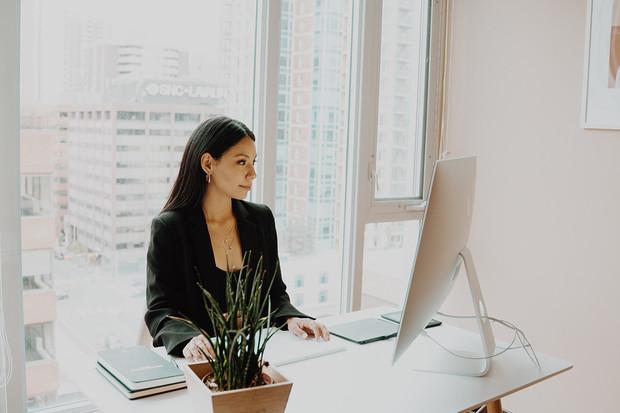 Rovnost pohlaví na pracovišti se nezlepšuje. Umělá inteligence by mohla pomoci