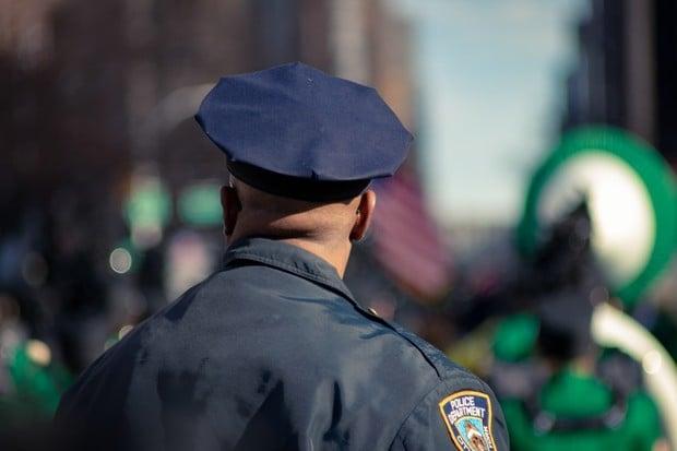 Americkému policistovi se nechtělo na YouTube. Schovával se za Taylor Swift
