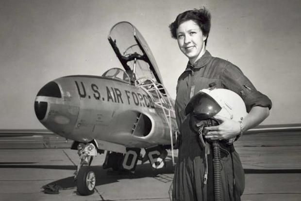 Americká pilotka Wally Funk poletí s Jeffem Bezosem do vesmíru