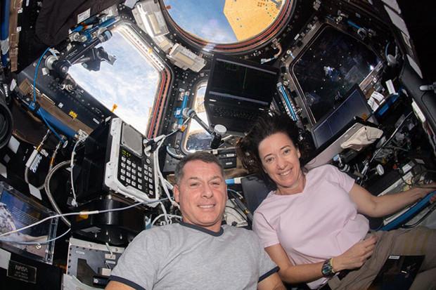 Odpojení kosmické lodi Dragon od ISS se odkládá