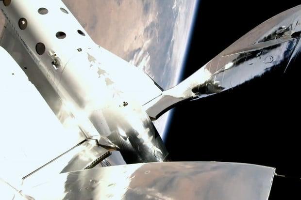 Raketoplán SpaceShipTwo doletěl s Richardem Bransonem až k hranici vesmíru