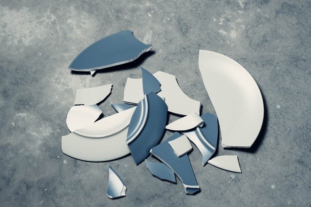 Už žádná rozbitá keramika. Vědci přišli s neviditelným ochranným pláštěm