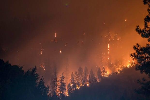 Lesní požár sužuje Oregon