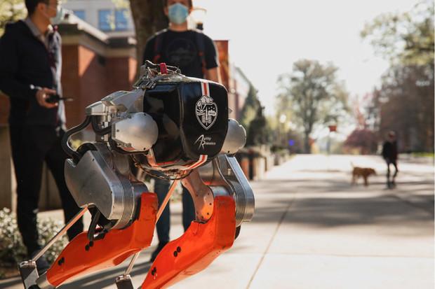 Bipedický robot Cassie uběhl 5 kilometrů