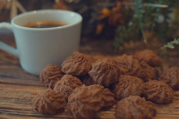 Sušenky z kávové sedliny? IKEA recykluje, co se dá