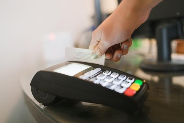 Mastercard začne vyrábět platební karty bez magnetických proužků