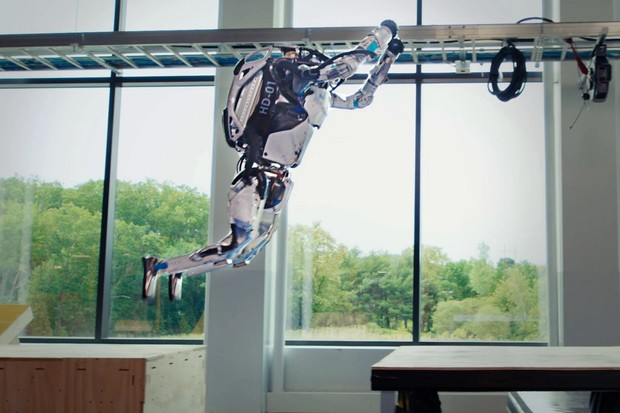 Robot z Boston Dynamics předvádí brutální parkour. A pobaví nezdařenými pokusy