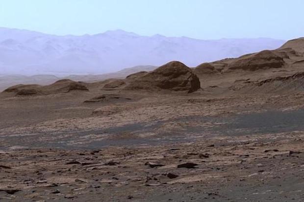 Podívejte se na panorama, které pořídil marsovský rover Curiosity