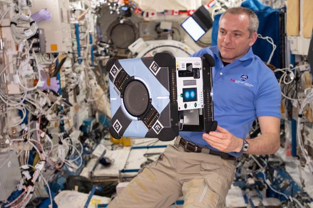 NASA trénuje roboty s umělou inteligencí na záchranu posádky ISS
