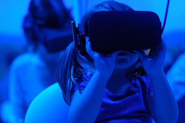 Hraní ve virtuální realitě umí fascinujícím způsobem ulevit od bolesti