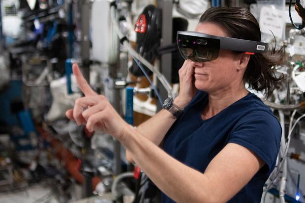 S opravami ISS pomáhá astronautům rozšířená realita