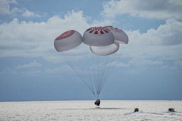 Civilní posádka se vrátila z vesmíru! Mise Inspiration4 je u konce