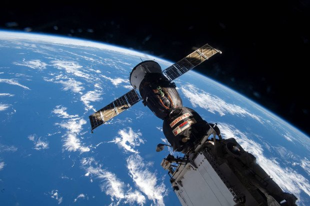 Astronauté z ISS přemístí kosmickou loď Soyuz