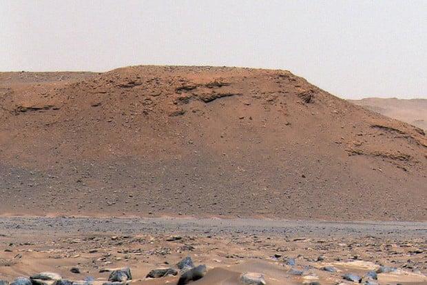 Rover Perseverance vysvětluje dávnou existenci marsovských vod v kráteru Jezero
