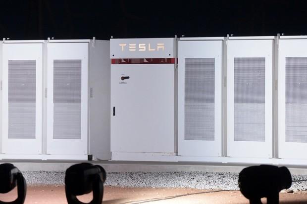 Tesla nedostává dostatečně zaplaceno, protože jsou její baterie příliš rychlé