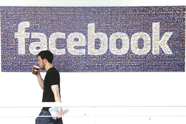 Jak sociální sítě zvládly problémy spojené s volbami v USA v roce 2016 a jak letos?