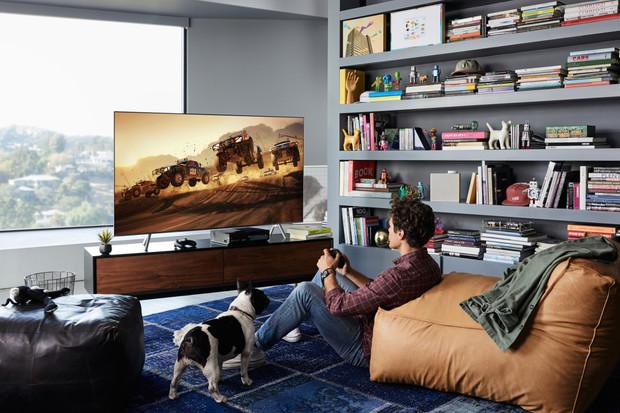 Samsung pracuje na propojení svých chytrých televizí s Alexou i Google Asistentem